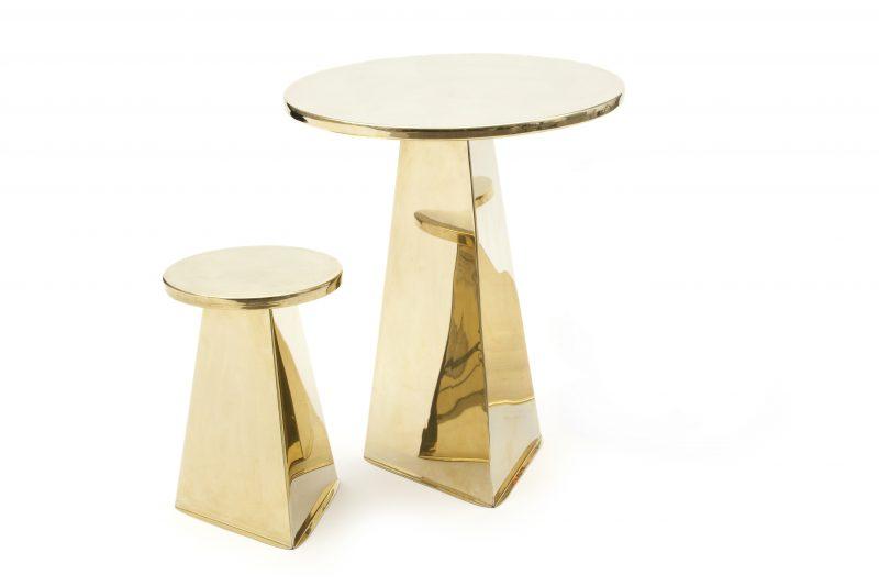 PYRAMID table & stools brass